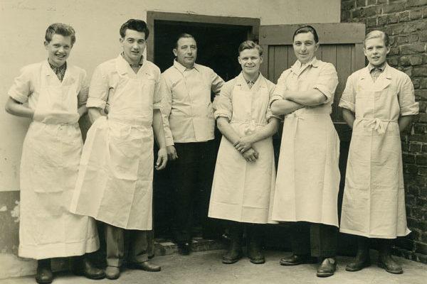1950 Günter Nieß (2. v. l.) Heinz Nieß (3. v. l.)