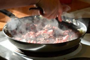 Hackfleisch mit Bratkartoffeln von Fleischerei Nieß